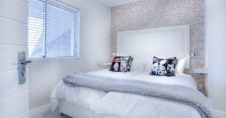 oreillers-lit-chambre